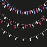 Kerstmis steekt kaars-vormige slinger aan Vector vlakke Kerstmisslinger Feestelijke geplaatste slingers royalty-vrije illustratie