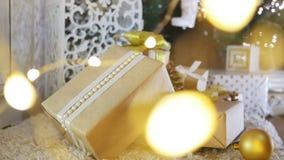 Kerstmis stelt en siert op Houten Achtergrond voor stock footage