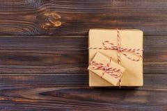 Kerstmis stelt gelegd op een houten lijstachtergrond voor royalty-vrije stock afbeeldingen