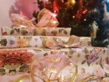 Kerstmis stelt onder de boom voor royalty-vrije stock foto's