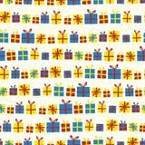 Kerstmis stelt op een rij naadloos vectorpatroon voor Giftdozen met bogenrood, geel en blauw op witte en beige sneeuwvlokken royalty-vrije illustratie