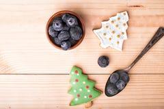 Kerstmis van het peperkoekkoekje en Nieuwjaar` s achtergrond Stock Afbeeldingen