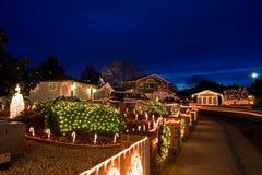 Kerstmis verfraaide straat Royalty-vrije Stock Afbeelding