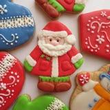 Kerstmis verglaasde peperkoek met de hand geschilderd als kerstman-Klaus Royalty-vrije Stock Foto