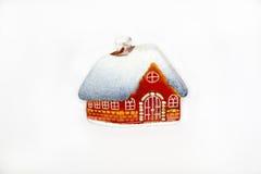 Kerstmis weinig glashuis met sneeuw behandeld dak Stock Foto
