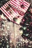 Kerstmisachtergrond, groetkaart met sparrentak Stock Fotografie