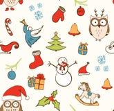 Kerstmisachtergrond, het naadloze betegelen, grote keus voor het verpakken, kaartontwerp Patroon met gestileerde krabbelhand getr Stock Foto's