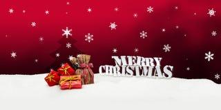 Kerstmisachtergrond - Kerstboom - giften - rood - Sneeuw Stock Fotografie
