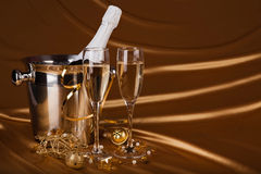 Kerstmisachtergrond met Champagne stock foto
