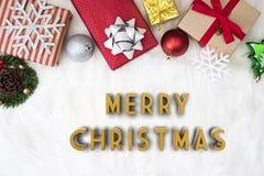 Kerstmisachtergrond met de doos van de decoratiegift met sneeuwvlok Royalty-vrije Stock Foto