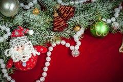 Kerstmisachtergrond met decoratie en speelgoed Stock Afbeeldingen