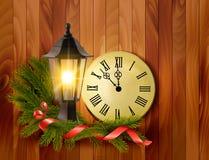 Kerstmisachtergrond met een lantaarn en een klok Stock Foto