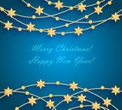 Kerstmisachtergrond met gouden snuisterijen en sterren Stock Fotografie
