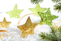Kerstmisachtergrond met gouden sterren Royalty-vrije Stock Afbeeldingen