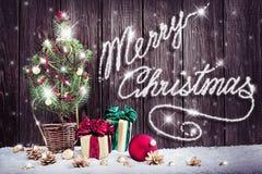 Kerstmisachtergrond met jonge Kerstboom Stock Foto