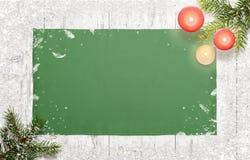 Kerstmisachtergrond met Kerstboom en kaarsen Royalty-vrije Stock Afbeeldingen