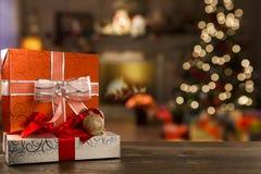 Kerstmisachtergrond met Kerstboom op houten lijst Royalty-vrije Stock Afbeelding