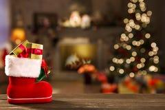 Kerstmisachtergrond met Kerstboom op houten lijst Royalty-vrije Stock Foto's