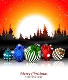 Kerstmisachtergrond met Kerstmisbal en bos Stock Foto