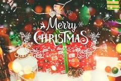 Kerstmisachtergrond met Kerstmisdecoratie met sneeuw, sterren, Stock Afbeelding