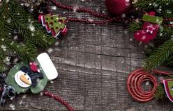 Kerstmisachtergrond met Kerstmissymbolen Stock Afbeeldingen