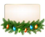 Kerstmisachtergrond met kleurrijke slinger en spar Royalty-vrije Stock Foto's
