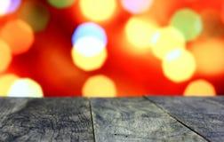 Kerstmisachtergrond met lege oude donkere houten bureaulijst Stock Fotografie