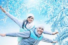 Kerstmisachtergrond met paar in liefde Stock Foto's