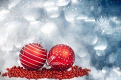 Kerstmisachtergrond met rode decoratie Royalty-vrije Stock Afbeeldingen