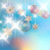 Kerstmisachtergrond met snuisterijen. Stock Afbeelding