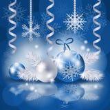 Kerstmisachtergrond met snuisterijen in blauw Stock Foto's