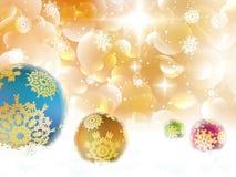 Kerstmisachtergrond met snuisterijen en copyspace. Stock Fotografie