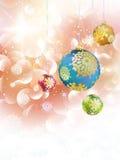 Kerstmisachtergrond met snuisterijen en copyspace. Royalty-vrije Stock Afbeelding