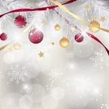 Kerstmisachtergrond met snuisterijen, linten en naalden Gelukkige nieuwe jaarillustratie Stock Foto