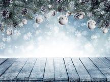 Kerstmisachtergrond met sparrentakken en lege wijnoogst wo Stock Afbeeldingen