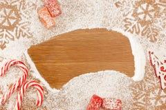 Kerstmisachtergrond met Suikergoed, snowflackes en decotative CH Royalty-vrije Stock Foto
