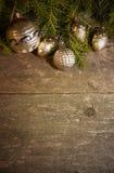 Kerstmisachtergrond met uitstekende decoratie Stock Foto