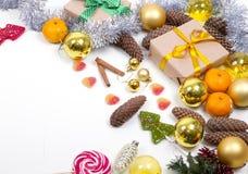 Kerstmisachtergrond met vrij exemplaar ruimtewit Stock Foto