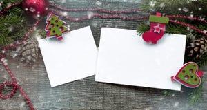 Kerstmisachtergrond met Witboek en sneeuw Royalty-vrije Stock Afbeeldingen