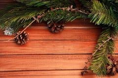 Kerstmisachtergrond op hout gift en heemst Stock Fotografie