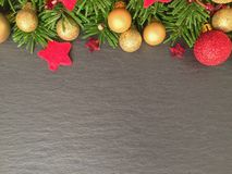 Kerstmisachtergrond op schalie Stock Fotografie