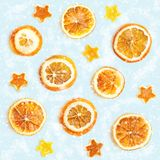 Kerstmisachtergrond van droge sinaasappelen, schil in de vorm van een ster Naadloze Achtergrond stock foto