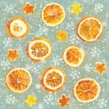 Kerstmisachtergrond van droge sinaasappelen, schil in de vorm van een ster Naadloze Achtergrond stock afbeeldingen