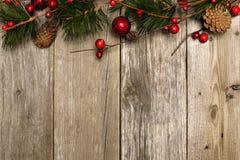 Kerstmisachtergrond van takken op hout Royalty-vrije Stock Fotografie