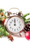 Kerstmisaftelprocedure aan het nieuwe jaar Klok en ballen en spar spr Royalty-vrije Stock Fotografie