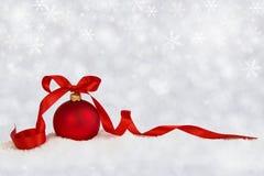 Kerstmisbal met lintsterren Royalty-vrije Stock Foto's