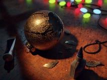 Kerstmisbal na een ongeval Stock Foto