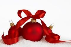 3 Kerstmisballen met lint 2 Royalty-vrije Stock Foto