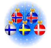 Kerstmisballen met vlaggen van de Skandinaviër Stock Fotografie