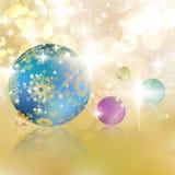 Kerstmisballen op abstracte gouden lichten. Royalty-vrije Stock Foto